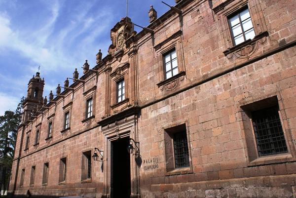 Del Palacio Clavijero al Carmen, Michoacán