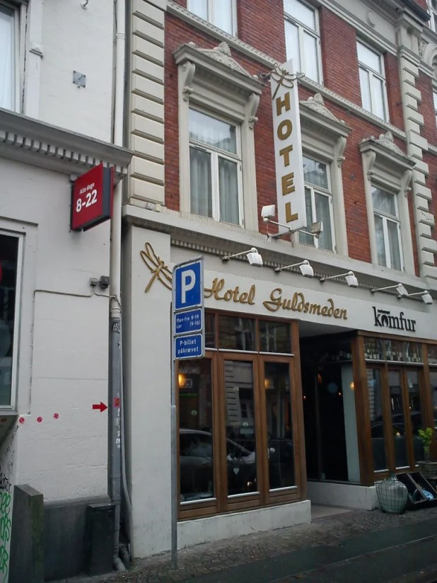 Guldsmeden Hotel i Aarhus. By RhinoMind (Own work) [CC BY-SA 3.0 (http://creativecommons.org/licenses/by-sa/3.0)], via Wikimedia Commons