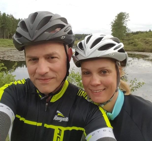 Familien Pedersen er flyttet fra Struer til Lemvig for at være tættere på den natur, de elsker så højt. I 2016 giftede Tommy og Helle sig i Klosterheden, så stedet må siges at have stor betydning for dem.