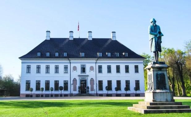 Bernstorff Slot går nye og grænseoverskridende veje i markedsføringen. En ny serie videoer er blevet godt modtaget på de sociale medier. (Pr-foto)
