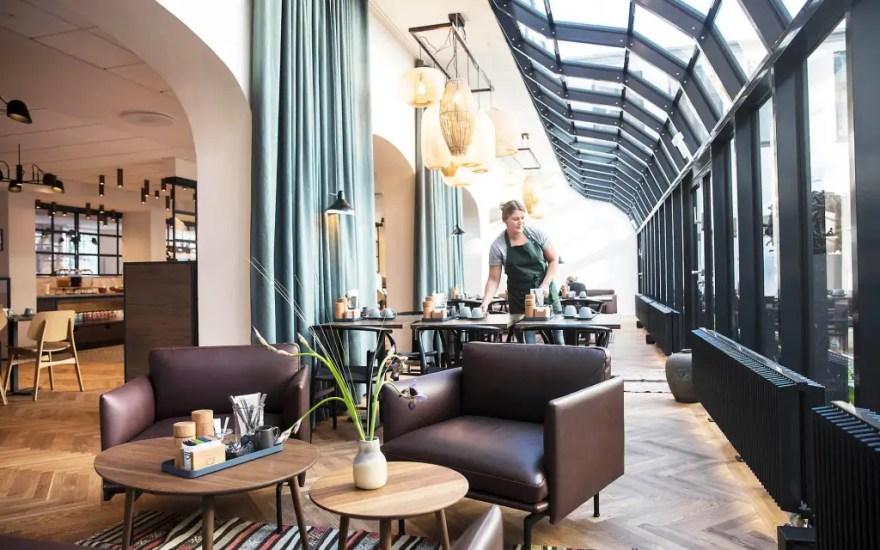 Ud over at servere en madoplevelse udover det sædvanlige, ønsker Hotel Kong Arthur, at morgenmadsrestauranten, der ligger i Arthur Hotels' smukke, næsten labyrintiske gamle københavnergårde, skal være en lille oase midt i byen, og at stemningen skal være hjemlig. (PR-foto)