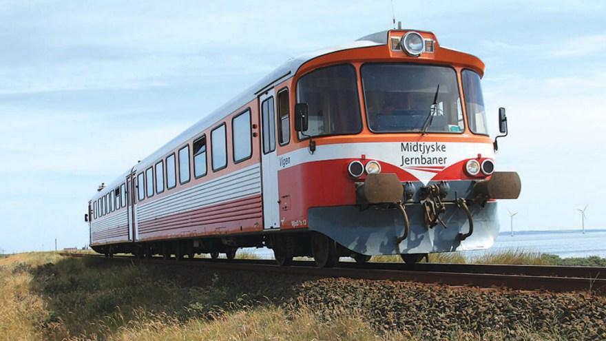 Det nuværende VLTJ-tog, som bandet Tørfisk har sunget sange om og som kører fra Thyborøn til Lemvig og har stoppesteder ved feriehusene ved Vestkyststrækningen mellem Thyborøn-Lemvig.