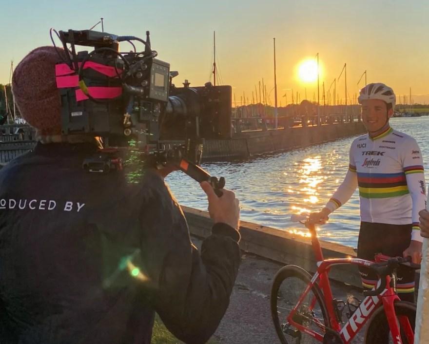 Den lokale cykelhelt Mads Pedersen bliver frontfigur i en ny reklamefilm fra VisitFjordlandet. (Pr-foto)