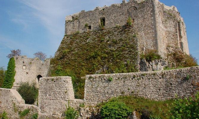 Lazio il mistero del castello della Signora Incatenata