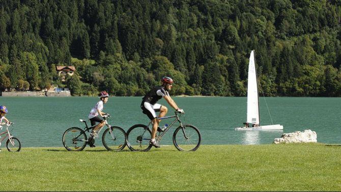Lago di Molveno tra svago e relax