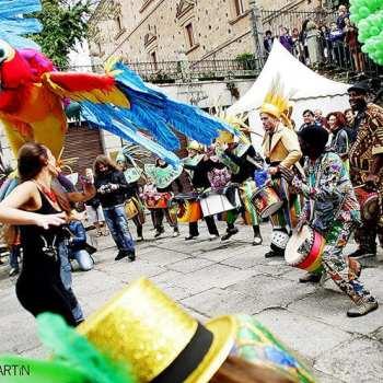 Festival Womad de Cáceres y sus pasacalles o procesión
