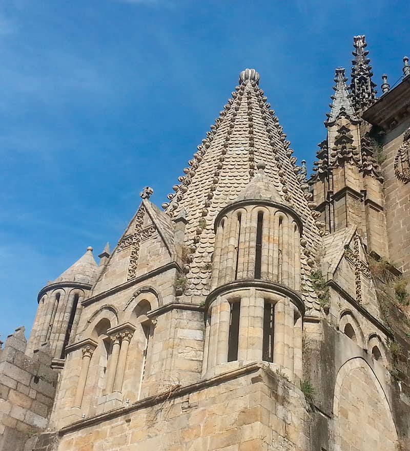 Torres-cilindricas-catedral-plasencia
