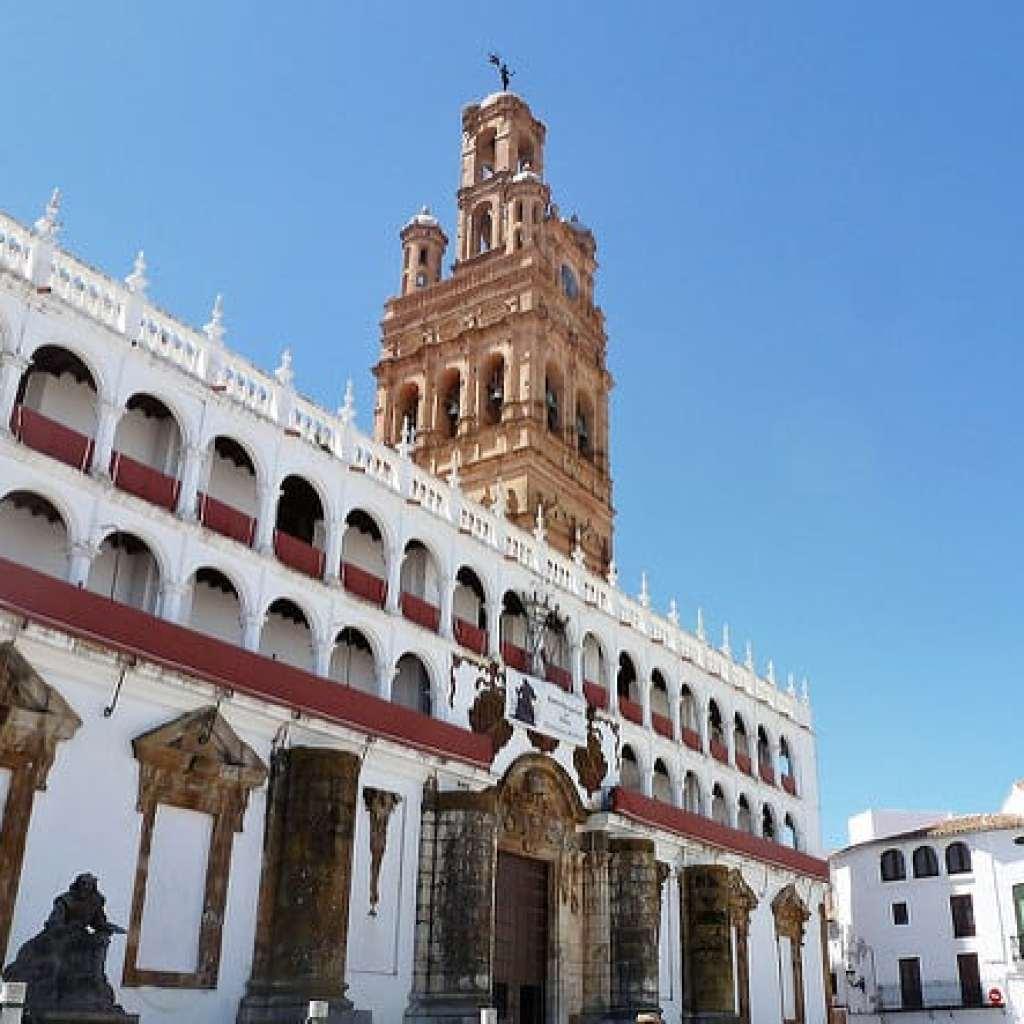 iglesia-de-la-granada-llerena-plaza-mayor