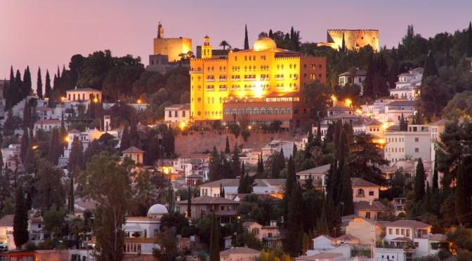 'Historia del Hotel Alhambra Palace', 108 años de trayectoria en un libro único