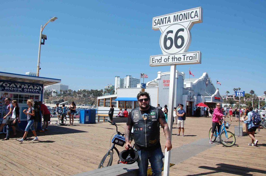 Conheça Los Angeles de moto