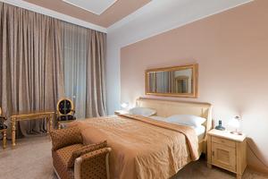 Crown Rezime Boutique Hotel
