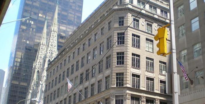 Saks Fifth Avenue  Símbolo de Elegancia y Distinción   Turismo NY 03d0c42e49
