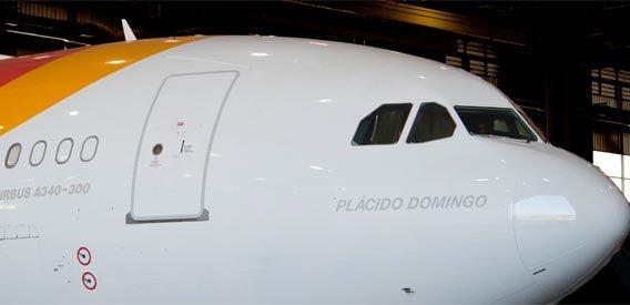 Iberia le dedica su último avión a Placido Domingo 2