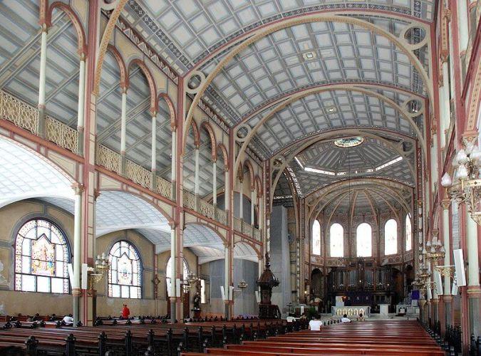 interior de la catedral de martinica turismo religioso