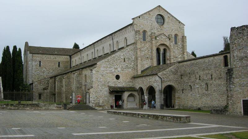 Basílica de Santa Maria Assunta iglesias medievales