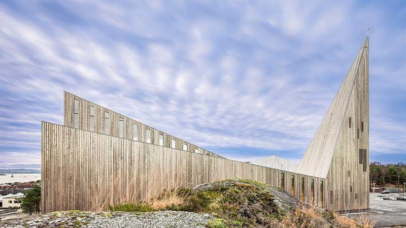 Iglesia Comunitaria Knarvik arquitectura vanguardista