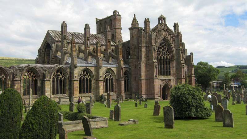 la mas famosa de las abadías escocesas