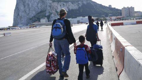 Familia en aeropuerto