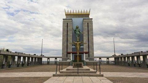 El Santuario Madonna Reina del Universo es la sede norteamericana de la Orden de Don Orione. La imagen de la Santísima Virgen María es una réplica de otra ubicada en el Centro Don Orione en Roma