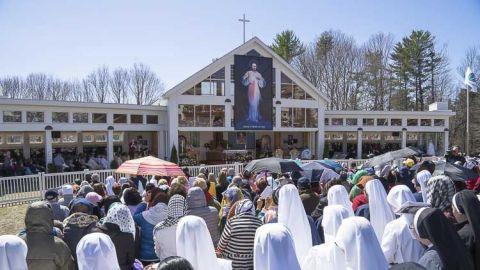 Oficio en los Jardines del Santuario de la Divina misericordia