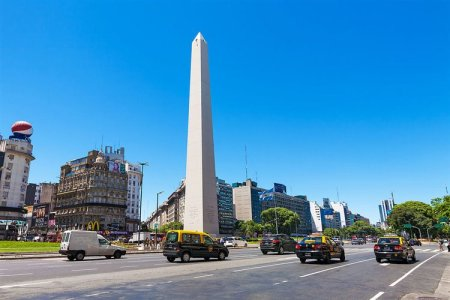 Turistandoin Argentina Buenos Aires taxi by Alessandro Grassu 450x300 Transporte emBuenos Aires: Como circular pela cidade