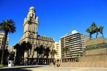 Turistandoin Uruguai Montevideu 375x250 Buenos Aires, Colonia, Montevidéu, Punta e Porto Alegre