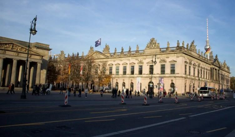 Passeando pela Unter den Linden