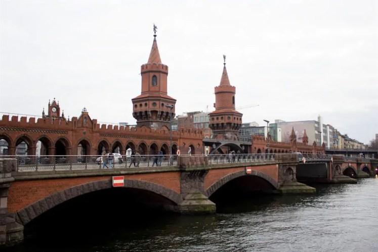 TuristandoinO muro de Berlim 01 4 As mais lindas pontes da Europa que atravessei