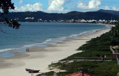 Praia de Jurerê Internacional e1535859666196 390x250 Todas as praias de Florianópolis