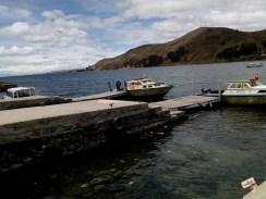Barcos para travessia do lago Titicaca