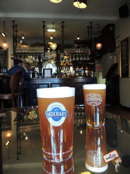 Cervejinhas tradicionais no Pub do Greyfriars