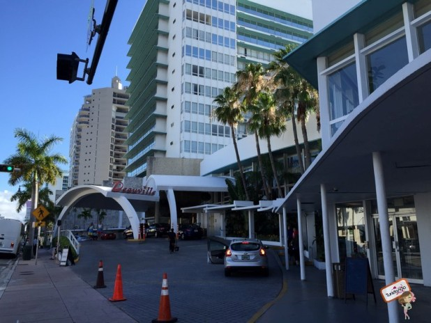 Fachada do Deauville Beach Resort em Miami Beach