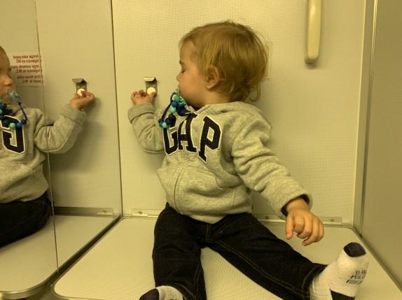 trocador de bebê no avião