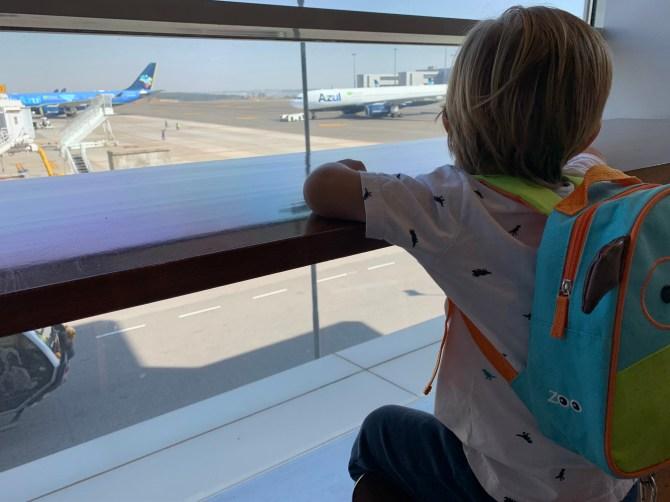 viagens de avião com bebês