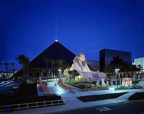 Asi Es Las Vegas La Ciudad Que Nunca Duerme: Hotel Luxor Las Vegas