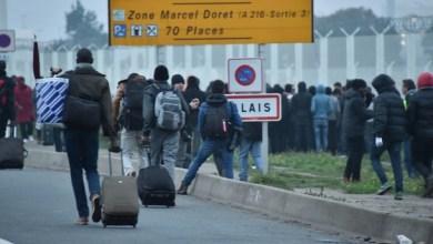 Photo of السلطات الفرنسية تبدأ إخلاء مخيم كاليه من اللاجئين