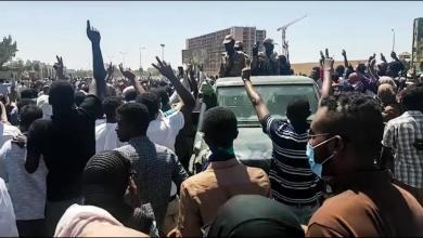 Photo of ترقب البيان الأول.. الجيش السوداني يطيح بالبشير ويعتقل مساعديه