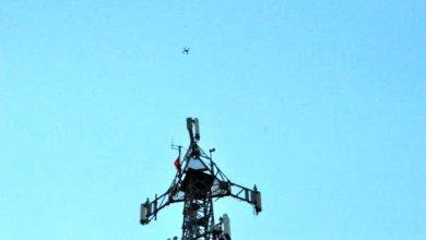 Photo of لاجئ سوري يتسلق برجاً للاتصالات ويطالب بمقابلة الرئيس التركي.. ما السبب؟