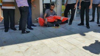 """Photo of لاجئ سوري يمتنع عن دفن جثة ابنه متهماً مشفى في بورصة بـ """"سرقة أعضائه"""" .. ما القصة؟"""