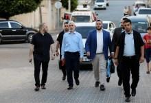 "Photo of ""لن يرمش لي جفن"".. السنوار يتحدى إسرائيل ""مشيا"" في شوارع غزة"