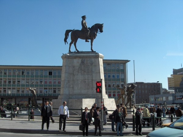 Atatürk Boulevard - Wikipedia, the free encyclopedia