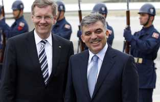 Turkey's President Abdullah Gul and his German counterpart Christian Wulff are seen at the airport upon their arrival in Kayseri