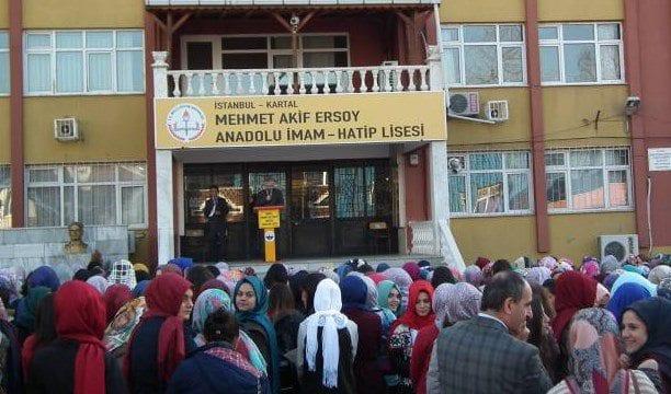 Atatürk'e saygı duruşu