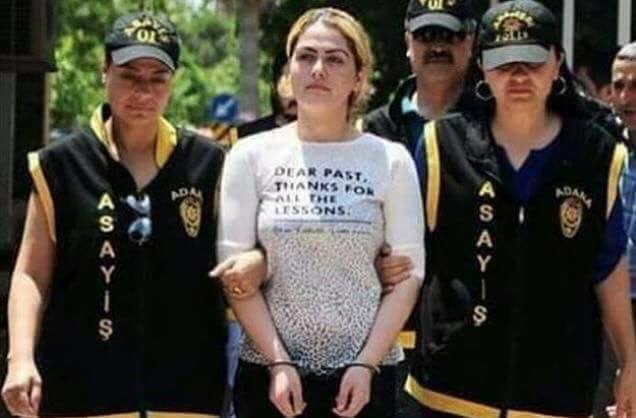Çilem Doğan polis gözetiminde cezaevine götürülürken