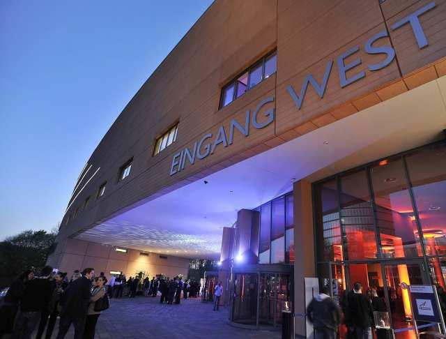 bu yıl Türkiye seçimleri için oy verme işlemi Essen Kongre merkezi Batı girişinde yapılacak