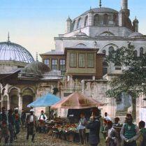 Bir cami ve semt pazarı