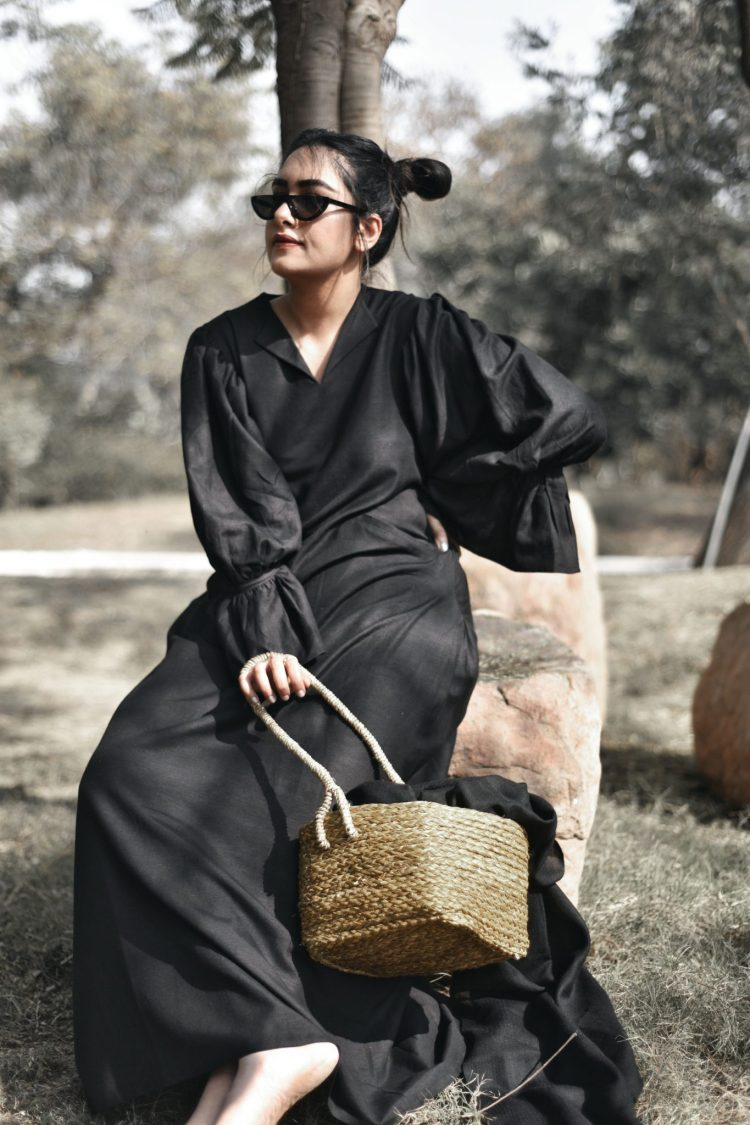The exquisite sleeves are inspired by Victorian fashion. Elegant and simple, this Full Length Black Linen Dress is perfect for a dinner date on an autumn night.