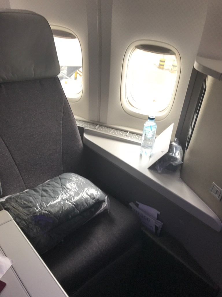 AA B777-200 businesss class review