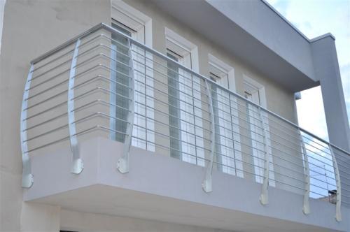Sei indeciso su quale ringhiera per esterno scegliere? Ringhiere In Acciaio Inox E Vetro Per Scale Balconi E Terrazze Turra Armando Lavorazione E Commercio Inox Ferro Alluminio