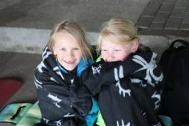Bei der Kälte haben sich Helene und Nele erstmal eingemummelt.